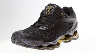 Nuevas zapatillas Wave Tenjin de Lamborghini y Mizuno en color negro