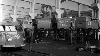 65 aniversario del Volkswagen Transporter 'Bulli' - operarios