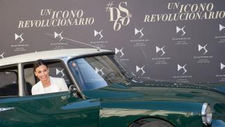 Inés Sastre dentro del Citroën DS Tiburón