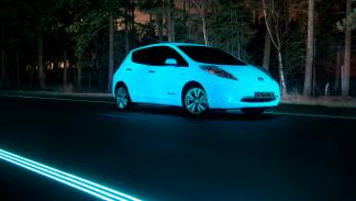 Nissan Leaf fluorescente - 3/4 delantera