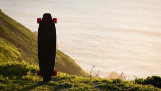 El primer skateboard con motor en las ruedas