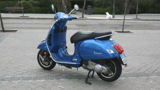 Vespa-GTS-300-ie-Sport-asiento