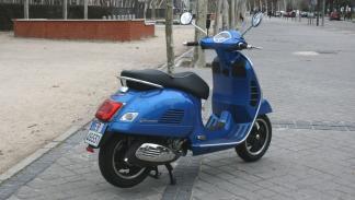 Vespa-GTS-300-ie-Sport-trasera