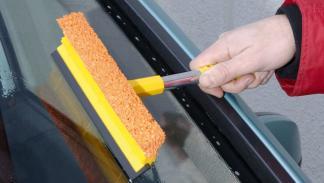 mantén limpio el parabrisas por fuera