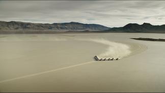 Hyundai Genesis en el desierto de Nevada