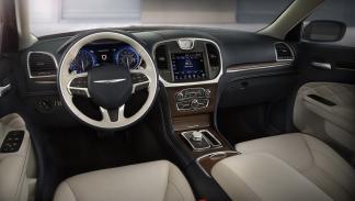 mejores-habitaculos-2015-chrysler-300-interior