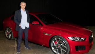José Mourinho con el Jaguar XE