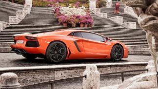 coches-gastan-mas-15-litros-lamborghini-aventador-zaga