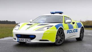 coches policia más rapidos lotus