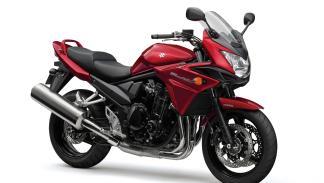 Rojo candy y negro brillante glaseado, tonos disponibles en la nueva Bandit 1250