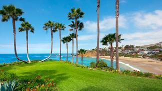 Parcelas de césped y vistas a la playa en Twin Points