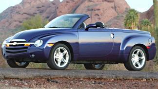coches-clasicos-no-deberian-resucitar-Chevy-SSR-2002