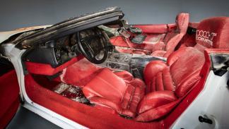 Corvette 1 millon destrozado socavon museo interior