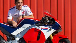 Honda RC213V-S con su piloto, Marc Marquez.