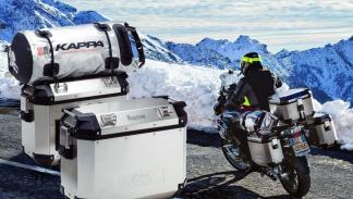 Maletas moto Kappa aluminio  con moto en acción