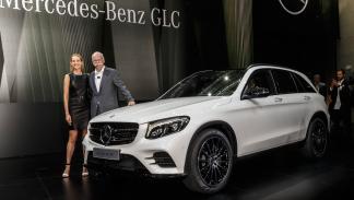 Dietzer Zetsche, junto a la modelo Petra Nemcova y el GLC