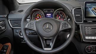 Prueba: Mercedes GLE detalle volante