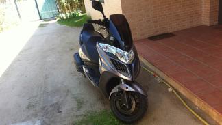 trucos-combatir-calor-moto-aparcar-sombra