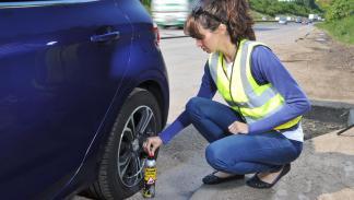 cosas-indispensables-llevar-coche-kit-reparapinchazos