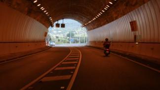 Picaduras-Avispa-Motos-túnel