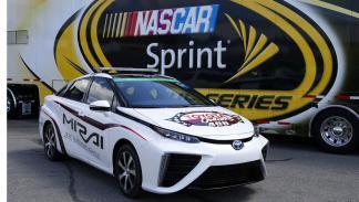 Toyota Mirai tres cuartos delantero