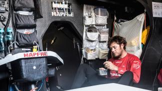 Antonio 'Ñeti' descansando en Volvo Ocean Race Volvo Ocean Race 2014-2015