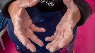 Manos de Abby Ehler Volvo Ocean Race 2014-2015