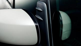 Toyota Pixis Mega retrovisor