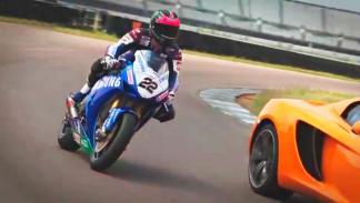 Duelo Honda Fireblade CBR1000RR , McLaren y Honda Civic  , la moto