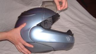 Como limpiar un casco de moto. Desmontaje