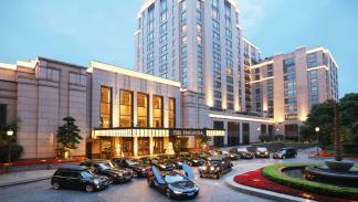 BMW-i8-hotel-península-Shanghái-panorámica