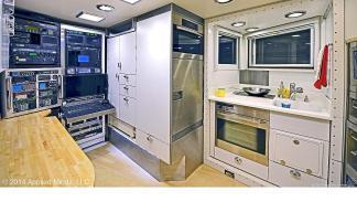 KiraVan: un sueño convertido en autocaravana sala de cocina