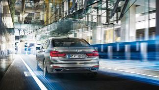 BMW Serie 7 enchufable tres cuartos traseros