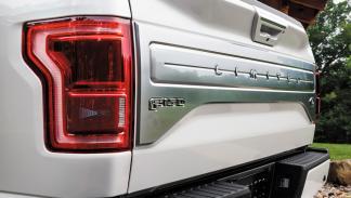 Ford F-150 Limited faro trasero