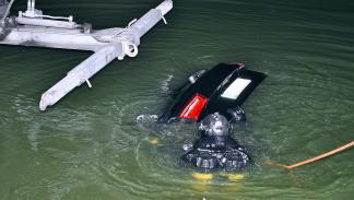 Accidente: un Audi RS 6 cae al agua rescate zaga