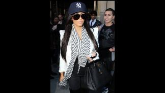 Kim Kardashian con las gafas de sol de Porsche