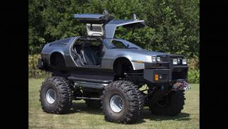 Monster truck ruedas gigantes delorean