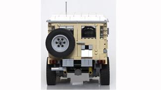 Land Cruiser con piezas Lego vista trasera