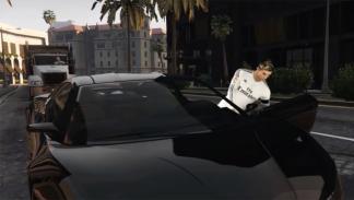 Cristiano Ronaldo robando un coche en GTA V