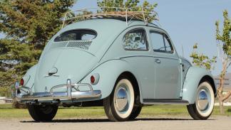 coches-alegran-día-Volkswagen-Beetle-clásico-zaga