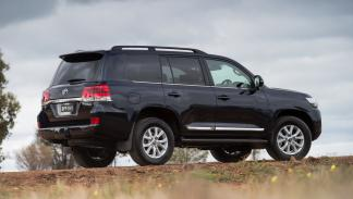 Toyota-Land-Cruiser-200-2016-zaga