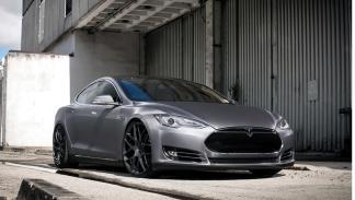 Tesla Model S preparado Revozport frontal