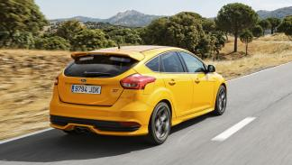 Ford Focus ST 2014 trasera 2