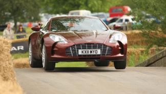 curiosidades- Aston-Martin-Vulcan-one-77-recarrozado-2