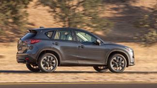 coches-mejores-sistemas-anticolisión-Mazda-CX-5-zaga