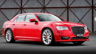 Chrysler 300 SRT tres cuartos delanteros