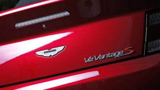 Prueba: Aston Martin V12 Vantage S Roadster logo