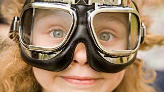 llevar-niños-moto-gafas