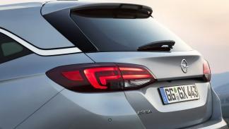 Opel Astra Sports Tourer faro trasero
