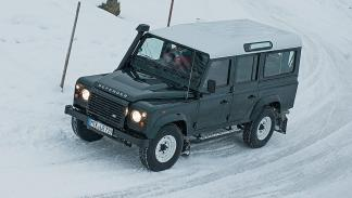 27: Land Rover Defender 110 DPF Station Wagon E. 122 CV. 10,8 l/100 km
